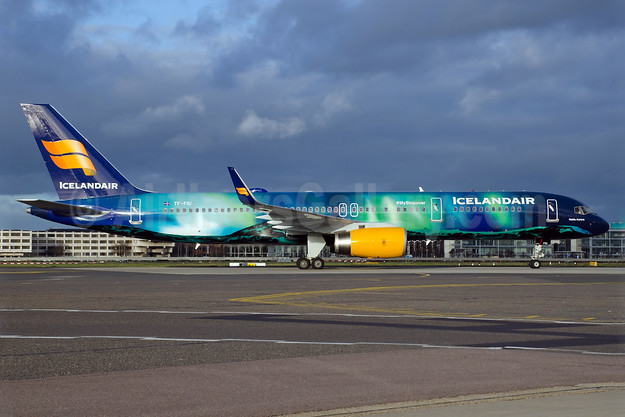 Icelandair Boeing 757-256 WL TF-FIU (msn 26243) (Northern Lights - Aurora Borealis) LHR (Wingnut). Image: 925482.