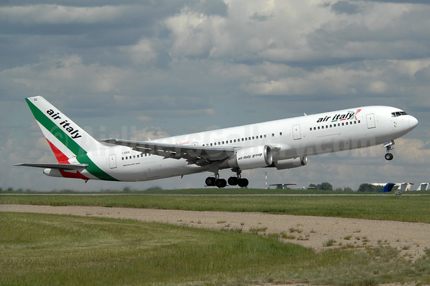 Air Italy (2nd) Boeing 767-304 ER I-AIGG (msn 28041) YYC (Chris Sands). Image: 935106.