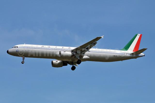 Alitalia (2nd) (Compagnie Aerea Italiana) Airbus A321-112 EI-IXI (msn 494) (1960 logojet) FCO (Marco Finelli). Image: 908176.