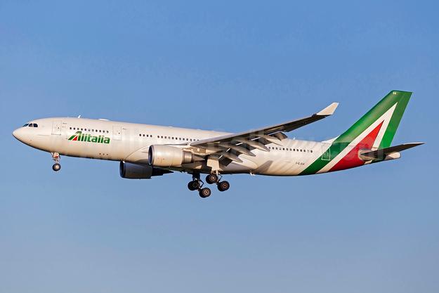 Alitalia (3rd) (Societa Aerea Italiana) Airbus A330-202 I-EJGA (msn 825) FCO (Stefan Sjogren). Image: 938737.