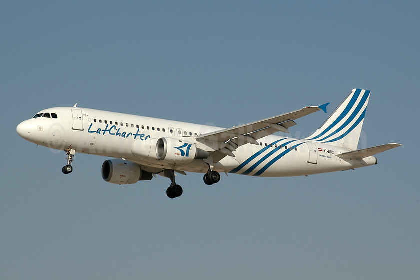 LatCharter Airlines Airbus A320-211 YL-BBC (msn 142) DXB (Ton Jochems). Image: 953057.