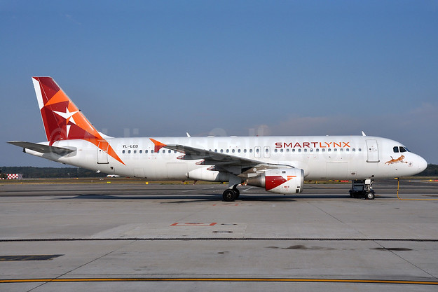 SmartLynx Airlines (Latvia) Airbus A320-211 YL-LCD (msn 359) MXP (Richard Vandervord). Image: 903723.