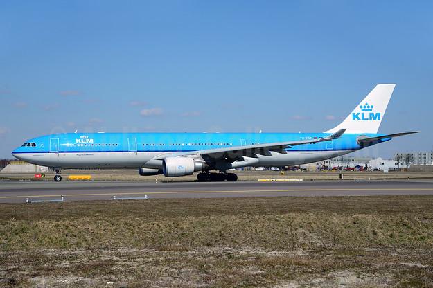 KLM Royal Dutch Airlines Airbus A330-303 PH-AKA (msn 1287) AMS (Ton Jochems). Image: 913111.