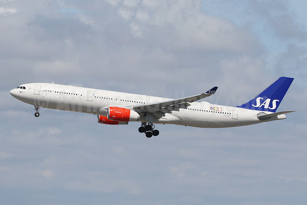 Scandinavian Airlines-SAS Airbus A330-343 LN-RKT (msn 1697) LAX (Ron Monroe). Image: 994025.