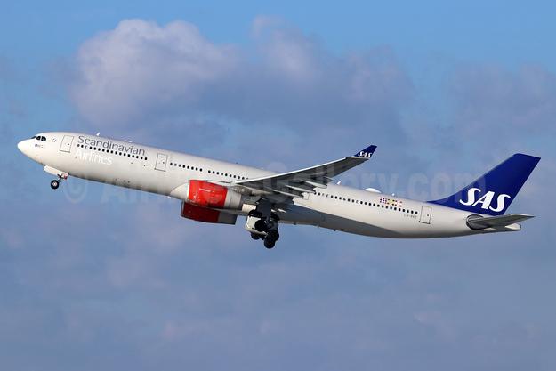 Scandinavian Airlines-SAS Airbus A330-343 LN-RKT (msn 1697) LAX (Michael B. Ing). Image: 946391.
