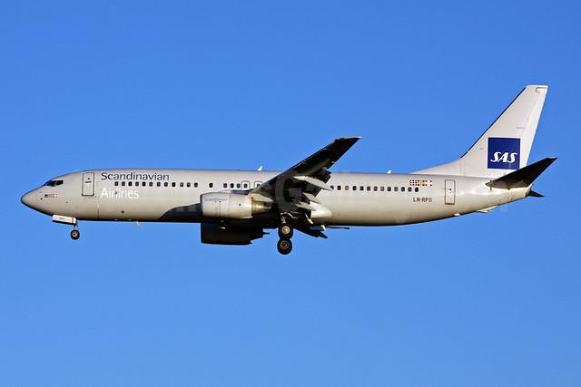 Scandinavian Airlines-SAS Boeing 737-883 LN-RPO (msn 30467) (SAS box) LHR (Terry Wade). Image: 909048.