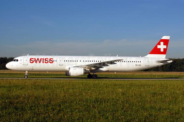 Swiss International Air Lines Airbus A321-212 HB-ION (msn 5567) ZRH (Rolf Wallner). Image: 920737.