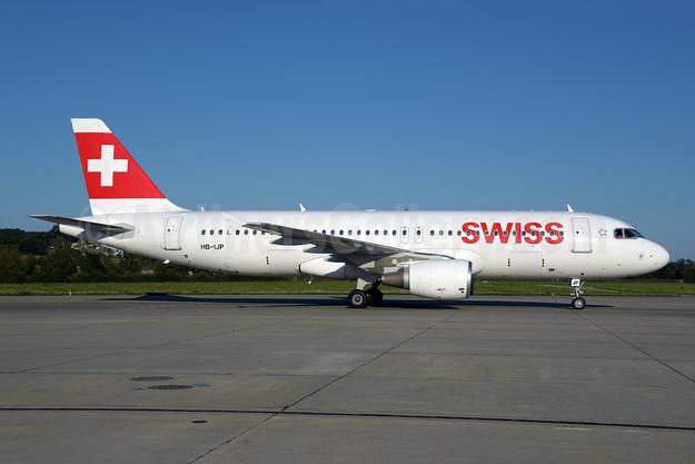 Swiss International Air Lines Airbus A320-214 HB-IJP (msn 681) ZRH (Rolf Wallner). Image: 955199.