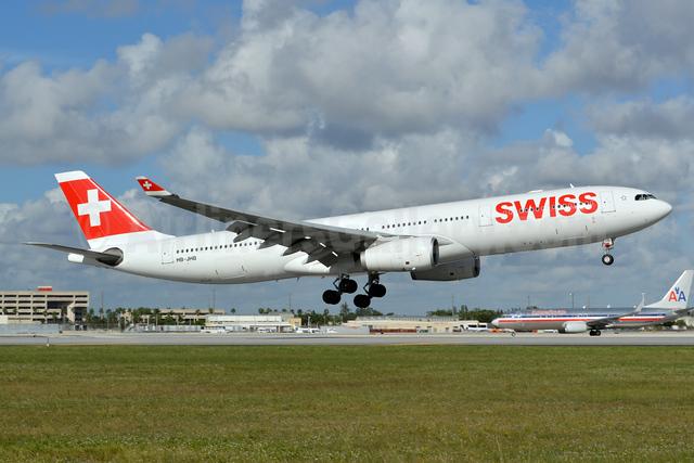 Swiss International Air Lines Airbus A330-343 HB-JHB (msn 1018) MIA (Jay Selman). Image: 402751.