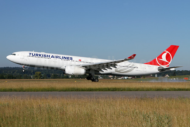 Turkish Airlines Airbus A330-343 TC-LOG (msn 1651) ZRH (Andi Hiltl). Image: 943019.