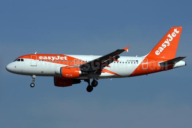 easyJet (UK) Airbus A319-111 G-EZDA (msn 3413) LGW (Antony J. Best). Image: 926668.
