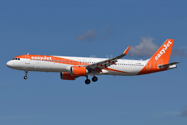 easyJet (UK) Airbus A321-251NX WL G-UZMC (msn 8386) LGW (Richard Vandervord). Image: 954472.