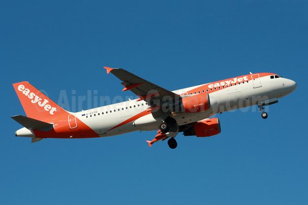 easyJet (UK) Airbus A320-214 G-EZTH (msn 3953) LGW (SPA). Image: 935658.