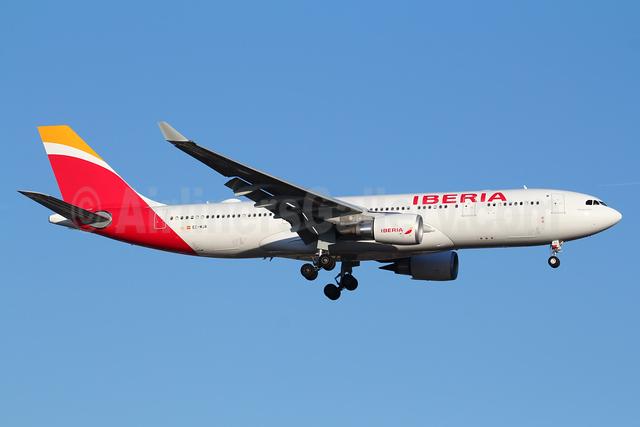 Iberia Airbus A330-202 EC-MJA (msn 1700) JFK (Marcelo F. De Biasi). Image: 933657.