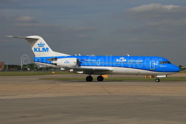 KLM Cityhopper Fokker F.28 Mk. 0070 (Fokker 70) PH-KZL (msn 11536) LHR. Image: 930729.