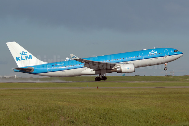 KLM Royal Dutch Airlines Airbus A330-203 PH-AOF (msn 801) YYC (Chris Sands). Image: 930673.