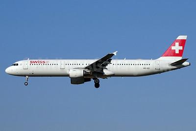 Swiss International Air Lines Airbus A321-111 HB-IOL (msn 1144) ZRH (Paul Bannwarth). Image: 929553.