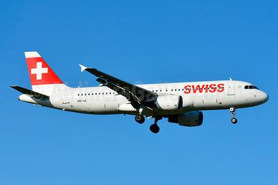 Swiss International Air Lines Airbus A320-214 HB-IJL (msn 603) ZRH (Paul Bannwarth). Image: 929105.