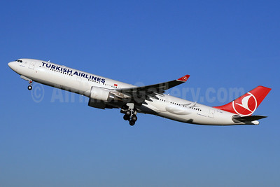 Turkish Airlines Airbus A330-303 TC-JNS (msn 1458) LHR (SPA). Image: 928558.