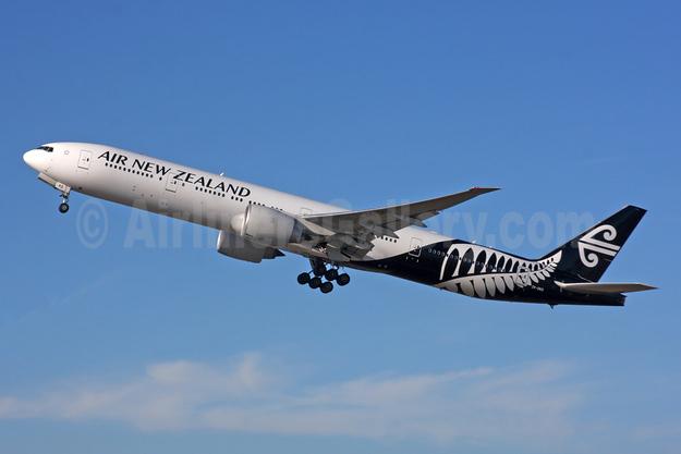 Air New Zealand Boeing 777-319 ER ZK-OKO (msn 38407) LHR (SPA). Image: 954821.