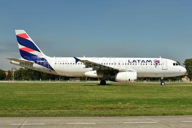 LATAM Airlines (Argentina) Airbus A320-233 LV-BSJ (msn 1332) AEP (Ken Petersen). Image: 937876.