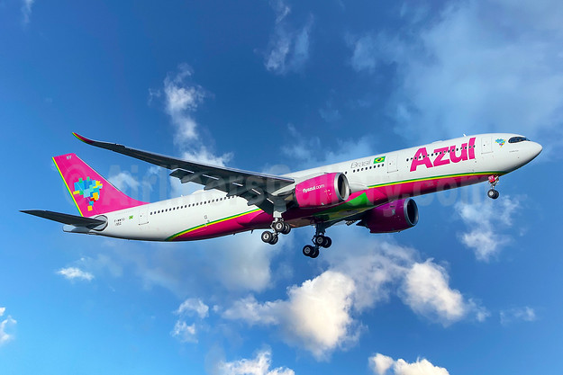 """""""La Belle Azul"""" pink livery for breast cancer awareness"""