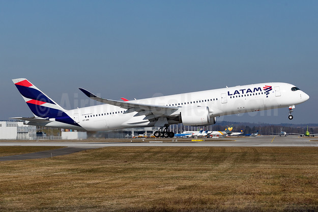 LATAM's PR-XTG leased to Qatar Airways as A7-AMA on February 21, 2017