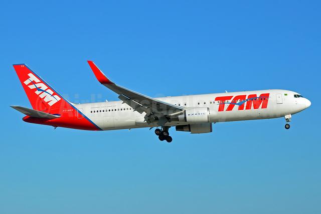 TAM Brasil (TAM Linhas Aereas) Boeing 767-316 ER WL PT-MSX (msn 41993) MIA (Bruce Drum). Image: 104289.
