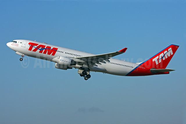 TAM Brasil (TAM Linhas Aereas) Airbus A330-223 PT-MVA (msn 232) GRU (Marcelo F. De Biasi). Image: 906600.