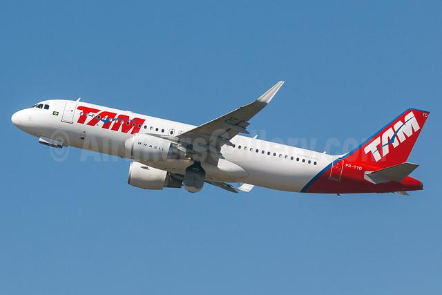 TAM Brasil (TAM Linhas Aereas) Airbus A320-214 WL PR-TYD (msn 5749) GRU (Rodrigo Cozzato). Image: 913377.