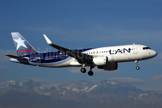 LAN Airlines (Chile) Airbus A320-214 WL CC-BFS (msn 5818) SCL (Rob Finlayson). Image: 924349.