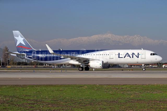LAN Airlines (Chile) Airbus A321-211 WL CC-BEB  (msn 6398) SCL (Alvaro Romero). Image: 938148.