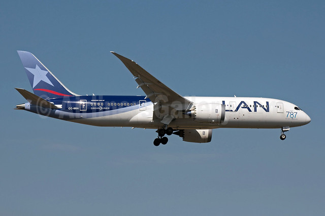 LAN Airlines (Chile) Boeing 787-8 Dreamliner CC-BBA (msn 38471) (First 787 in the Americas) SCL (Alvaro Romero). Image: 909643.