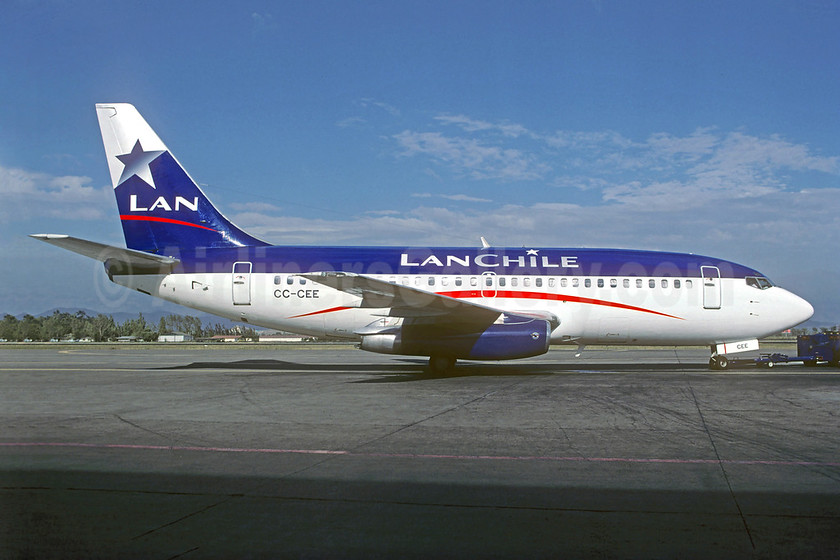LAN Chile Boeing 737-2L9 CC-CEE (msn 22407) SCL (Christian Volpati). Image: 939635.