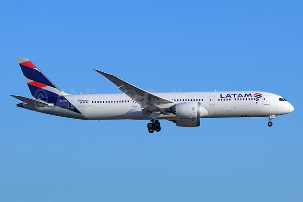 LATAM Airlines (Chile) Boeing 787-9 Dreamliner CC-BGB (msn 35318) LAX (Michael B. Ing). Image: 946364.