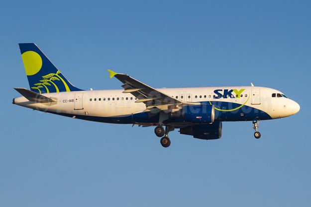 Sky Airline (Chile) Airbus A319-111 CC-AIB (msn 2378)  GRU (Rodrigo Cozzato). Image: 931932.