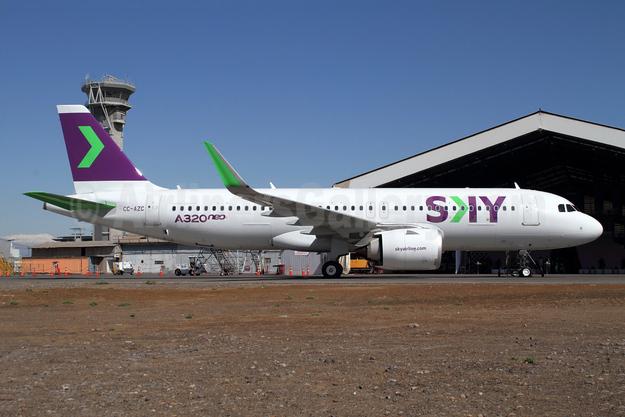 Sky Airline (Chile) Airbus A320-251N WL CC-AZC (msn 8444) SCL (Alvaro Romero). Image: 943805.