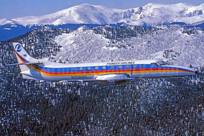 Pioneer Airlines (2nd) Fairchild Swearingen SA-227AC Metro III N30693 (msn AC-490) (Jay Selman). Image: 403606.