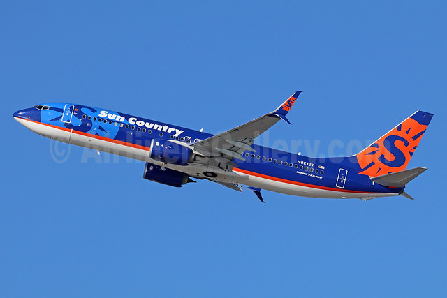 Sun Country Airlines Boeing 737-8FH SSWL N821SY (msn 39952) LAX (Michael B. Ing). Image: 935778.
