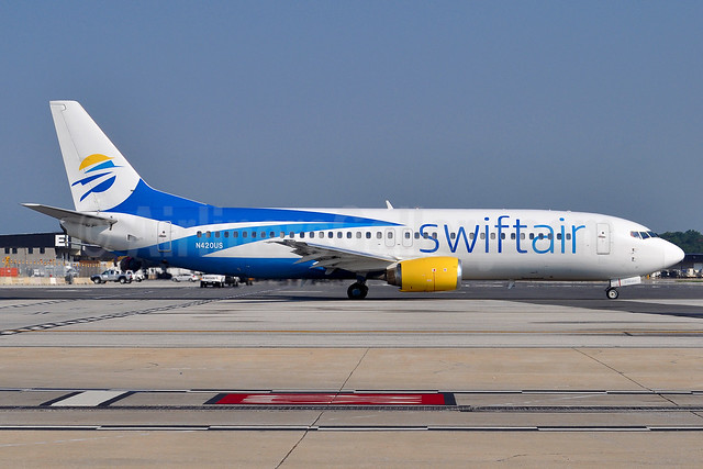 Swift Air (2nd) (USA) Boeing 737-401 N420US (msn 23988) BWI (Tony Storck). Image: 939056.