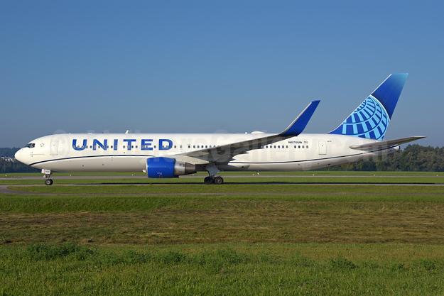 United Airlines Boeing 767-322 ER WL N670UA (msn 29240) ZRH (Rolf Wallner). Image: 954939.