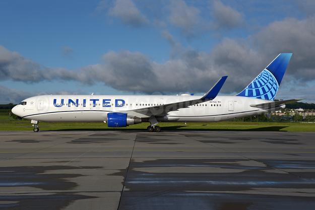 United Airlines Boeing 767-322 ER WL N671UA (msn 30026) ZRH (Rolf Wallner). Image: 953835.