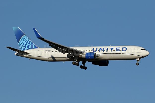 United Airlines Boeing 767-322 ER WL N674UA (msn 29242) IAD (Brian McDonough). Image: 953617.