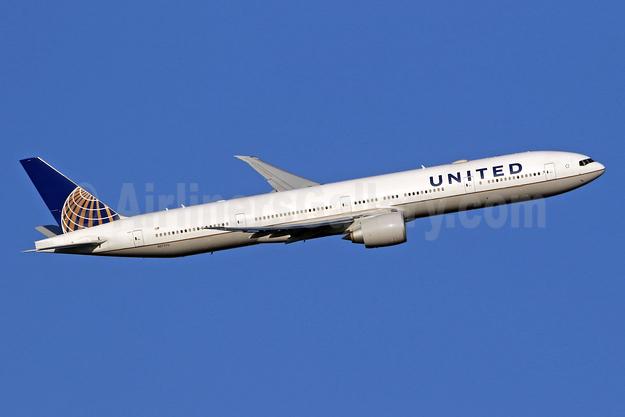 United Airlines Boeing 777-300 ER N2737U (msn 62649) LHR (SPA). Image: 944179.
