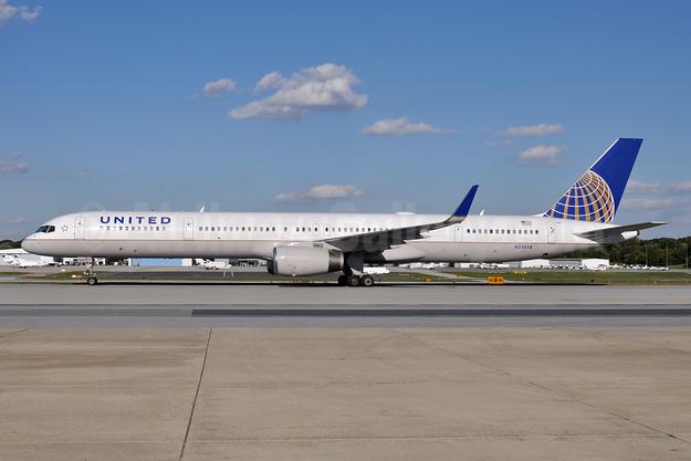 United Airlines Boeing 757-324 WL N75858 (msn 32817) BWI (Tony Storck). Image: 925928.