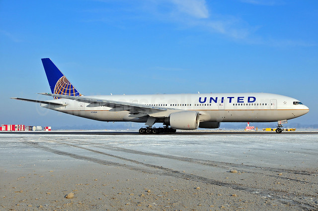 United Airlines Boeing 777-222 N780UA (msn 26944) AMS (Ton Jochems). Image: 905835.