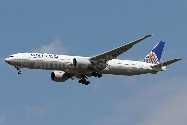 United Airlines Boeing 777-322 ER N2639U (msn 62650) IAD (Brian McDonough). Image: 938448.
