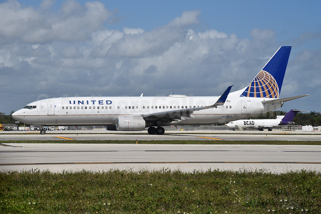 United Airlines Boeing 737-824 SSWL N33209 (msn 30581) FLL (Bruce Drum). Image: 104983.