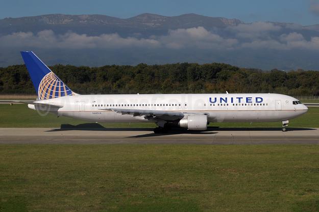 United Airlines Boeing 767-322 ER N643UA (msn 25093) GVA (Paul Denton). Image: 941837.
