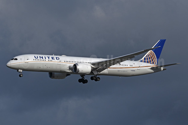United Airlines Boeing 787-9 Dreamliner N26966 (msn 60143) LHR (Rolf Wallner). Image: 947048.